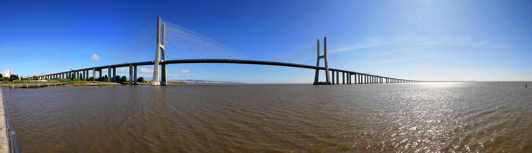Panoràmica del Pont Vasco da Gama