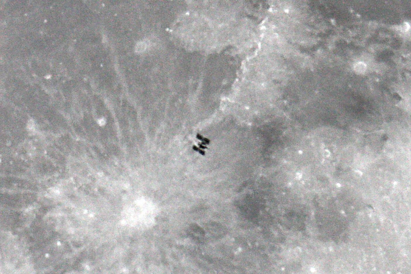 La ISS al costat de Copèrnic