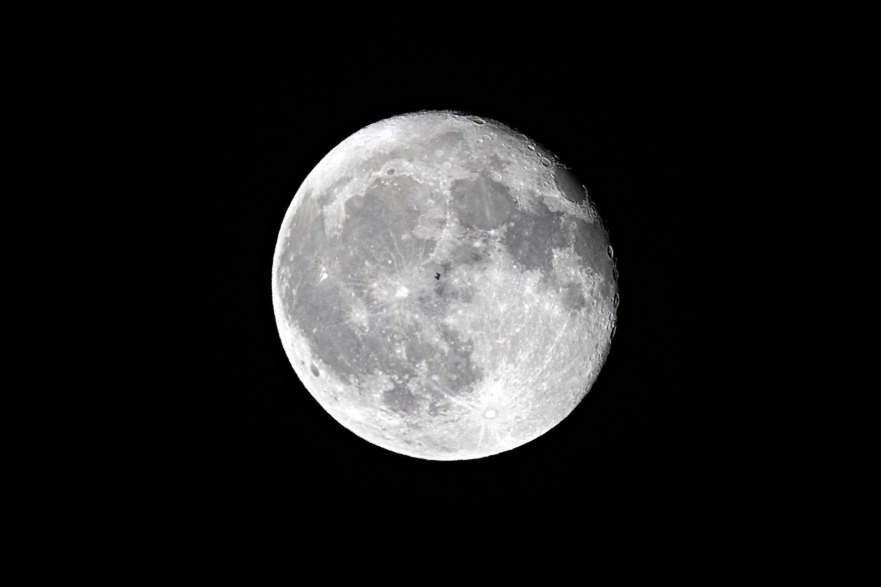 Trànsit de la ISS per la lluna