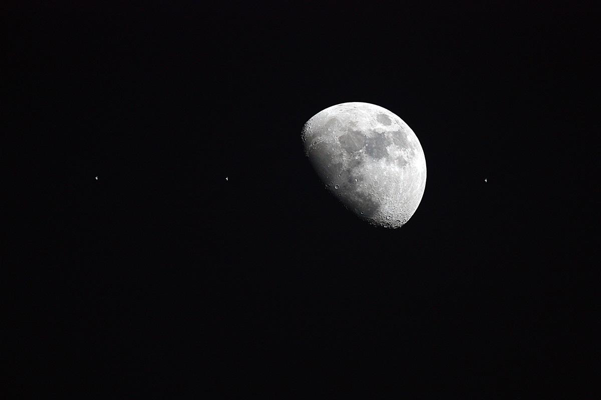 Trànsit de la ISS per la lluna, composició de 4 imatges