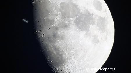 Trànsit de la ISS per la lluna a partir de vídeo
