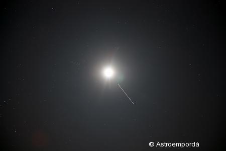 ISS acostant-se a la lluna