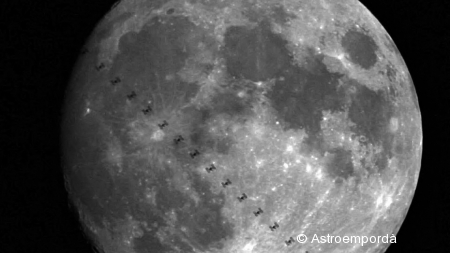 ISS per davant la lluna