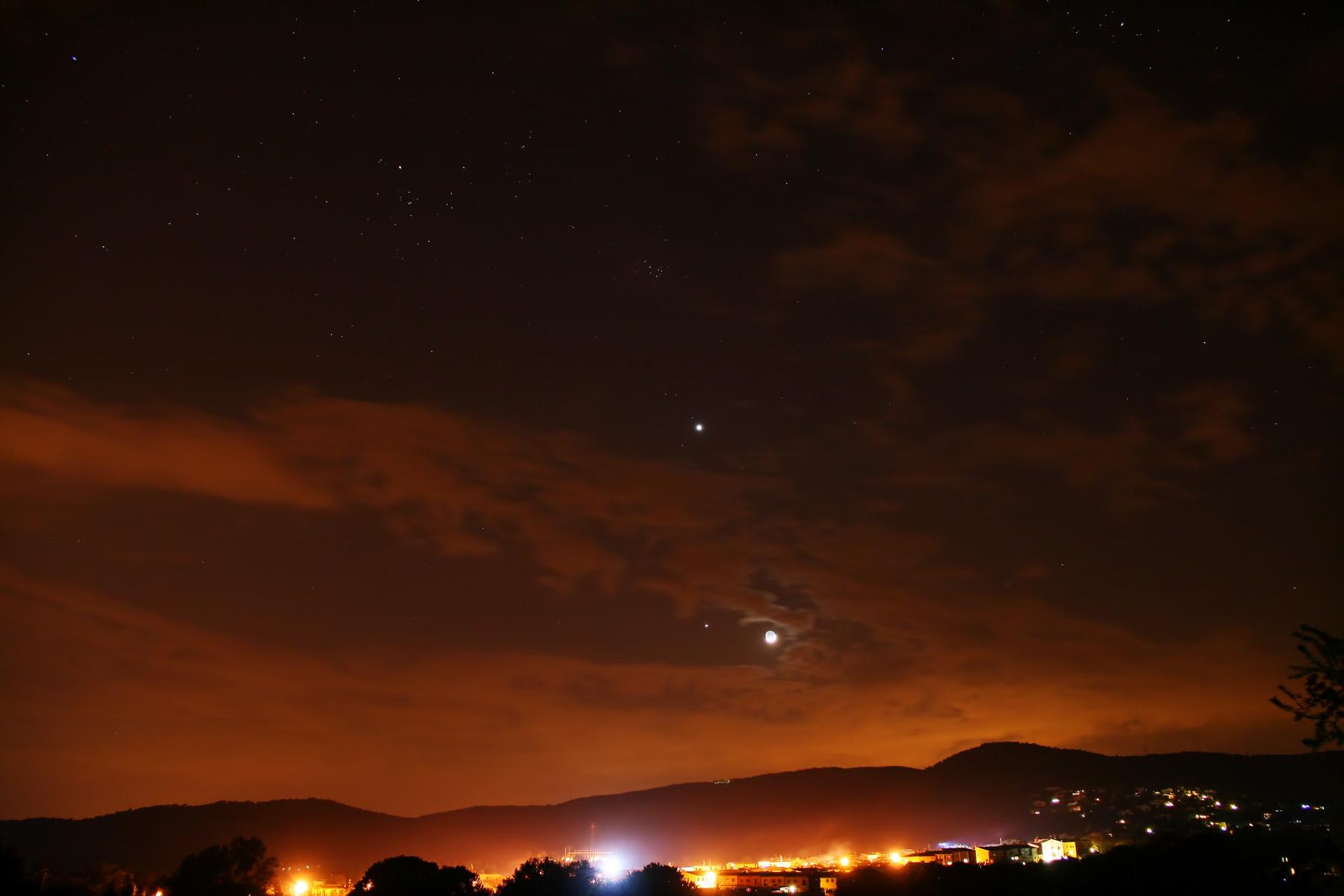 Venus, júpiter i la lluna amb les Plèiades i les Hyades