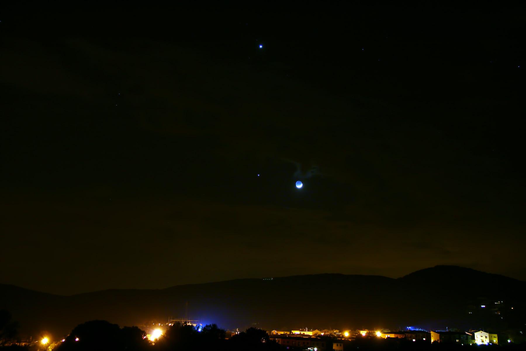 Venus i júpiter junt la lluna creixent