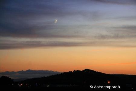Lluna i venus entre núvols