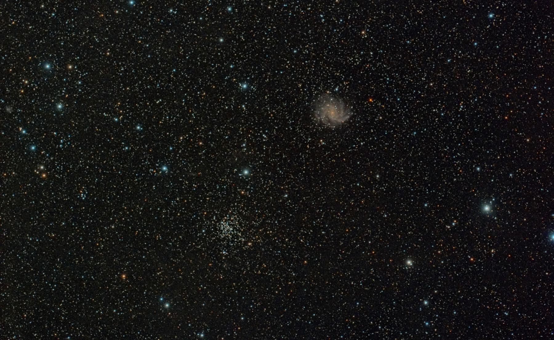 Galàxia NGC 6946 i cúmul NGC 6939