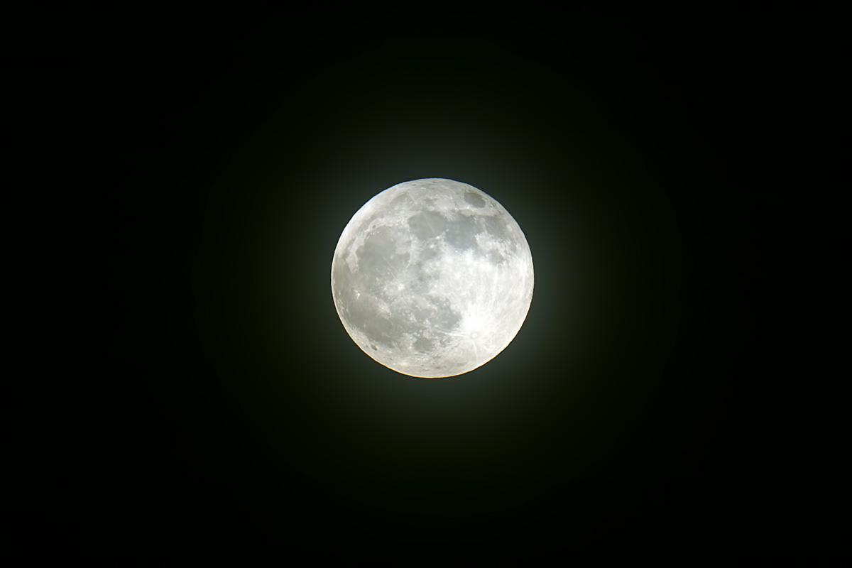 La lluna a la fi de l'eclipsi