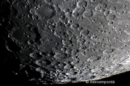 Pol sud de la lluna plena de cràters