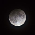 Eclipsi penombral de lluna al màxim