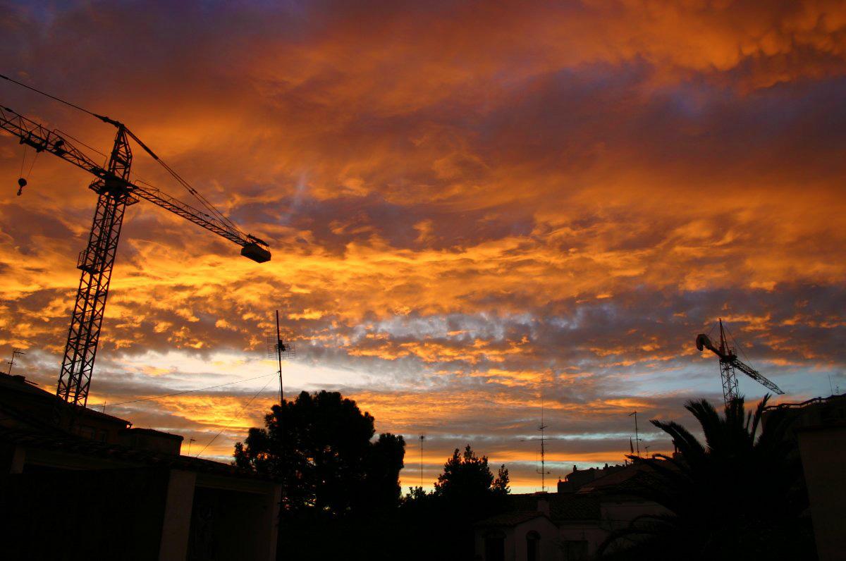 Sortida de sol amb núvols