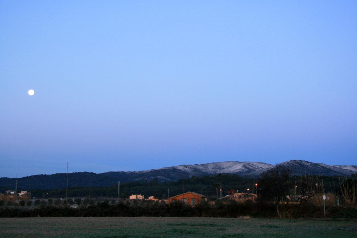Neu de bon matí (i la lluna)