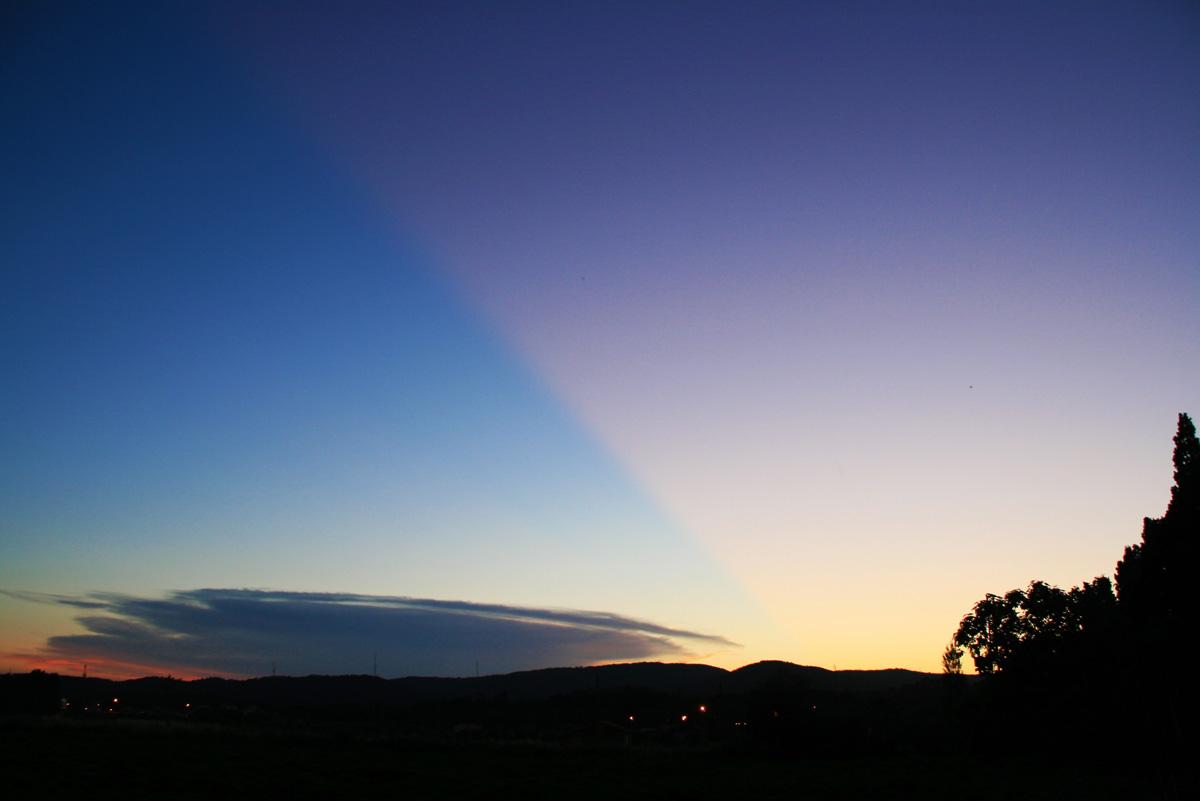 Cel dividit a la posta de sol