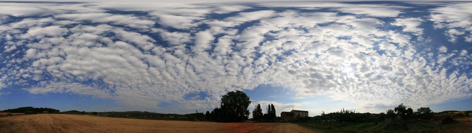 Tot el cel amb núvols