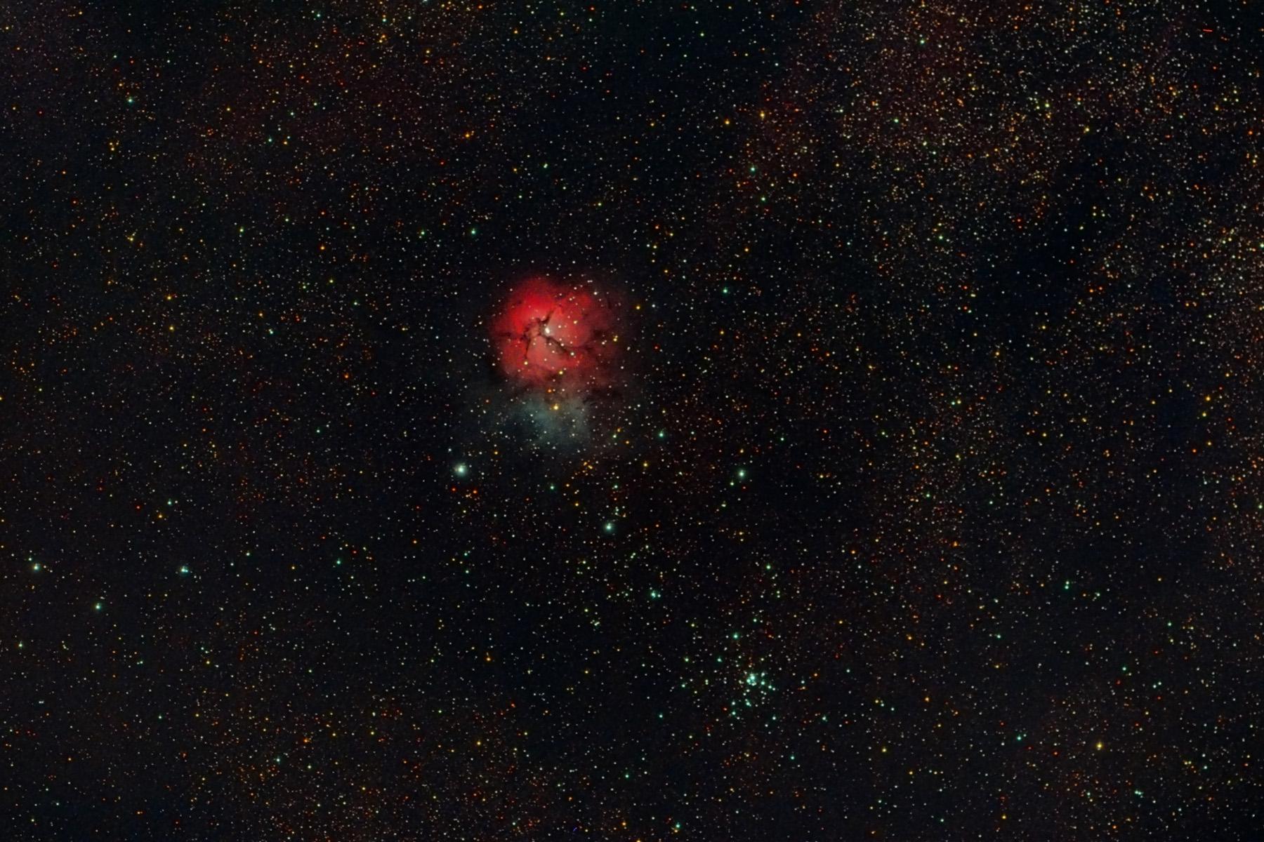 Nebulosa M20 i cúmul M21